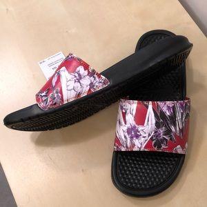Nike Shoes - Nike Benassi slides